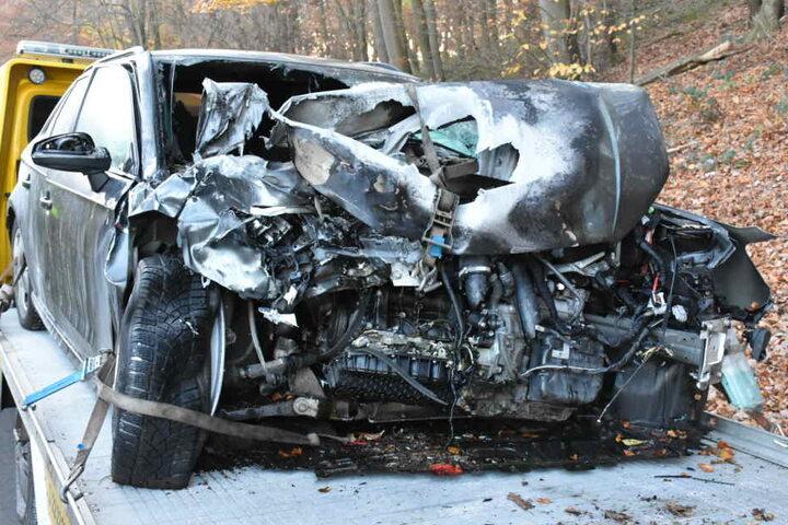 Das andere Fahrzeug wurde ebenfalls schwer beschädigt.