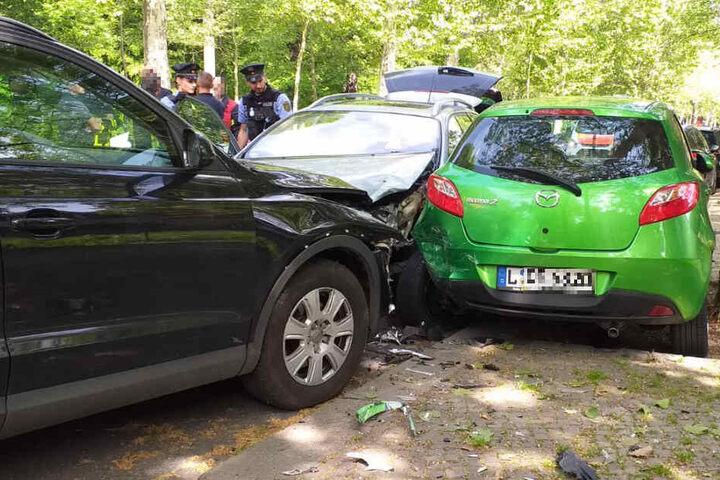 Der Autofahrer erlitt am Steuer möglicherweise einen Herzinfarkt, musste reanimiert werden.