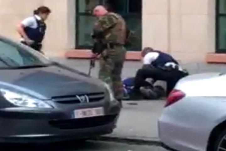 Der Angreifer sei verletzt, aber nicht getötet worden.