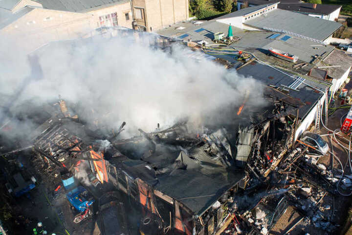 Die Halle wurde durch den Brand völlig zerstört.