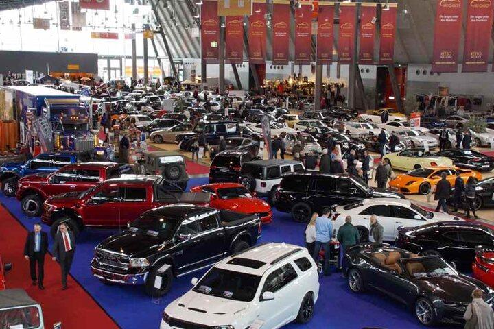 Auf Automobilbörsen kann sich jeder Interessierte auch ein neues altes Gefährt ersteigern.