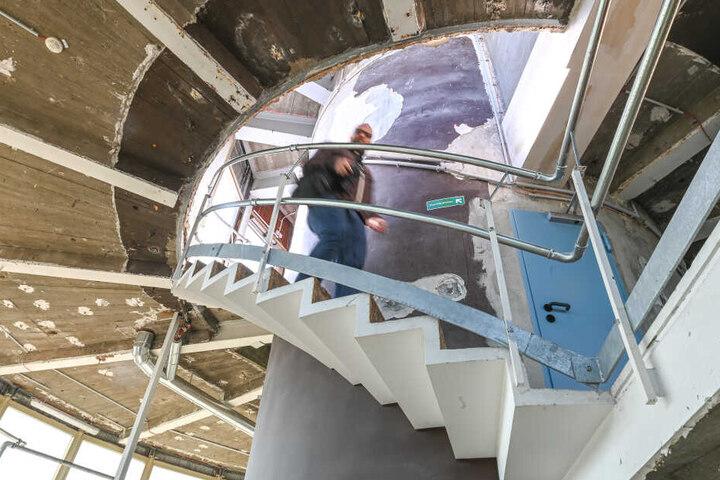 Die Sanierung wird 25,6 Millionen Euro kosten. Dazu zählt auch der neue Einbau von Decken- und Wandverkleidungen.