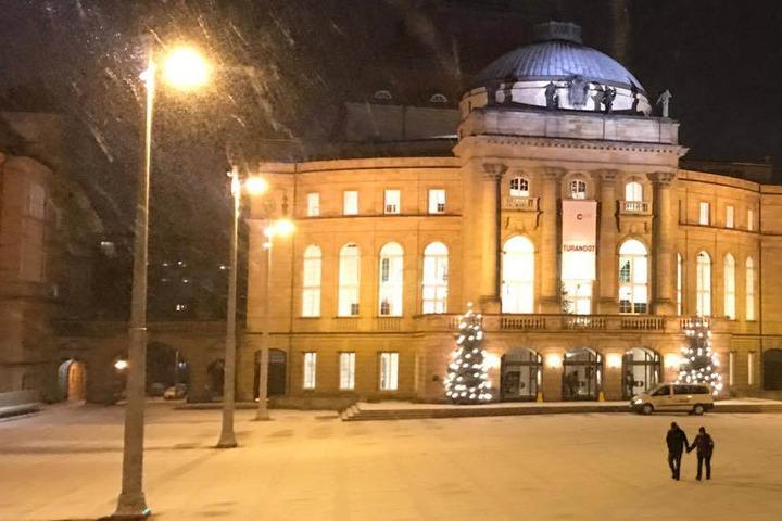Winter kann auch schön!Theaterplatz mit Opernhaus in Chemnitz.