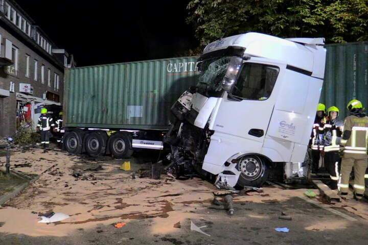 Der Lkw-Fahrer war völlig betrunken.