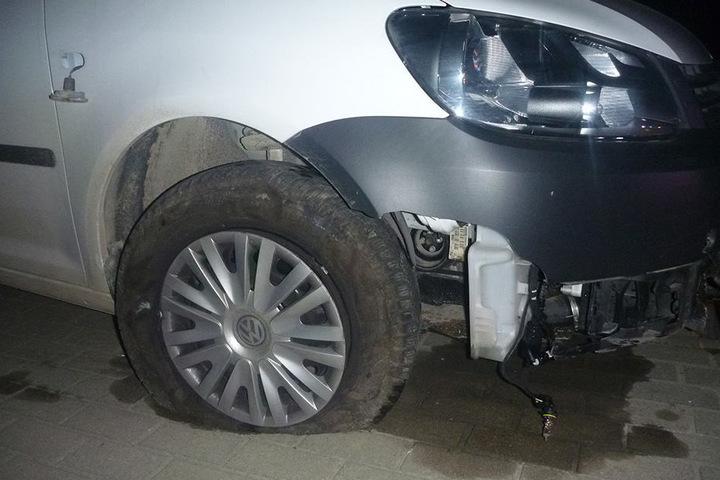 Der VW Caddy des 32-Jährigen war an der Front komplett zerstört.