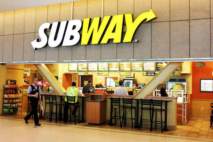 Kathy Elizabeth Jones (45) freute sich wohl sehr über ihren neuen Job bei Subway. (Symbolbild)