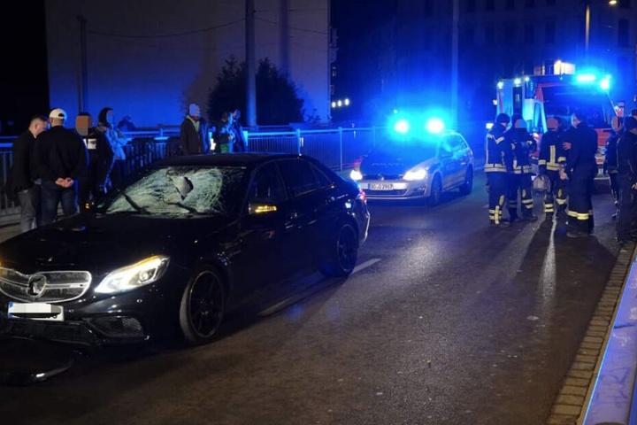 Mitte Februar war es zu einem schweren Unfall auf dem Ranstädter Steinweg in Leipzig gekommen. Dabei wurde ein 16-Jähriger von einem Mercedes erfasst, weil der Jugendliche bei Rot über die Straße gerannt war. Er erlag später im Krankenhaus seinen Verletzu