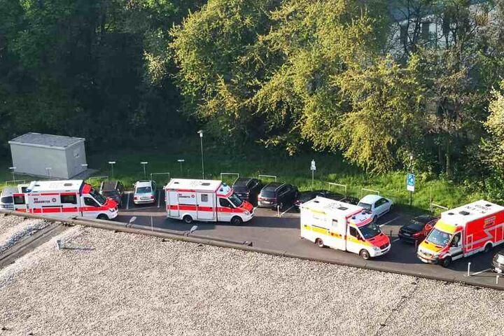 Die Verletzten erreichten per Rettungswagen das Krankenhaus in Köln-Merheim.