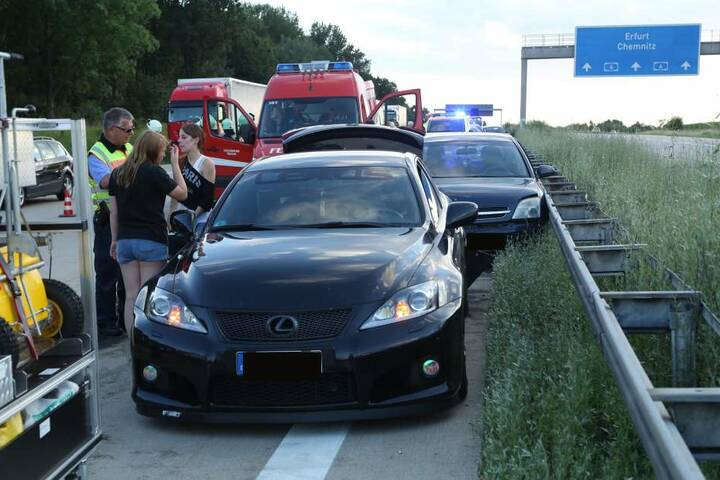 In den Unfall waren mindestens sechs Fahrzeuge verwickelt.
