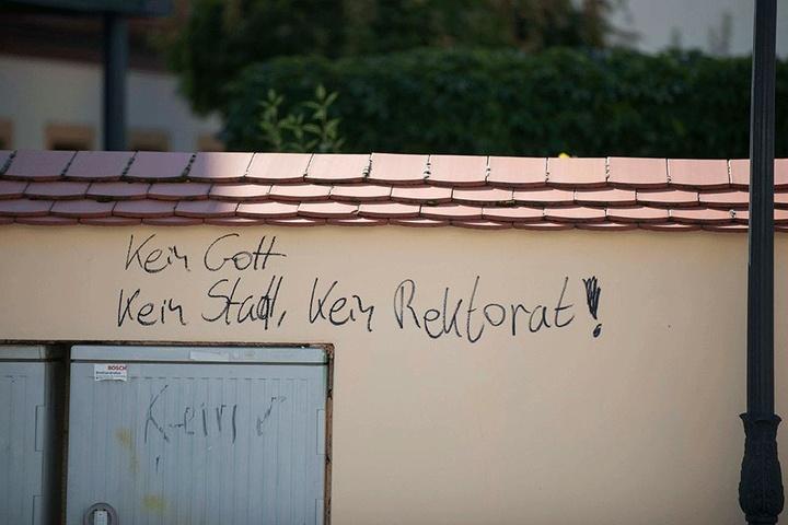 Nach siebenmonatiger Sanierung erstrahlt das Silbermann-Haus in Freiberg in neuem Glanz.  Bis auf Schmierereien, die gestern auftauchten.