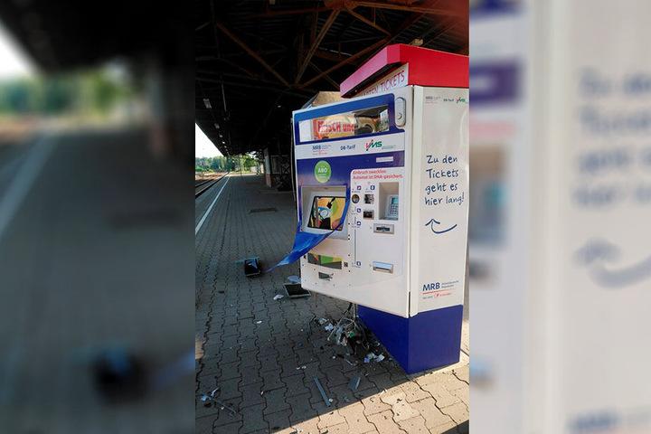Am Bahnhof Mittweida musste ein Automat der Mitteldeutschen Regiobahn (MRB) dran glauben. Schaden: 30.000 Euro. Beute: 3900 Euro.