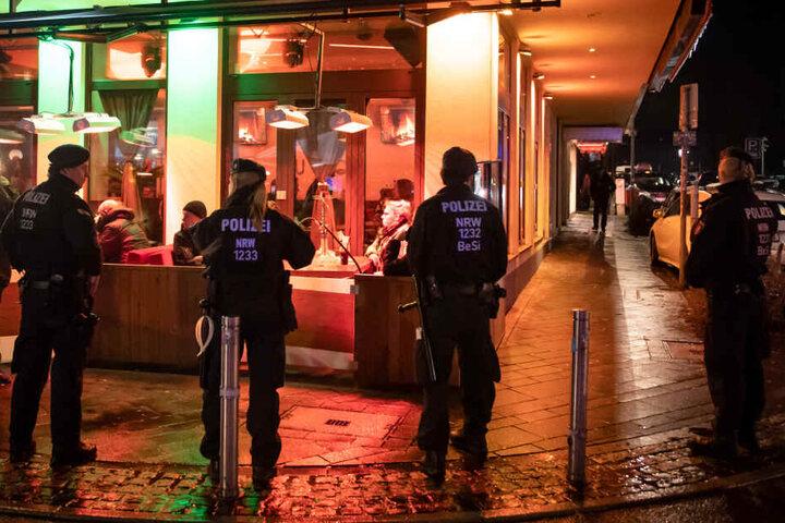 Schon in NRW führten die Polizei-Beamten eine Razzia in Shishabars durch.