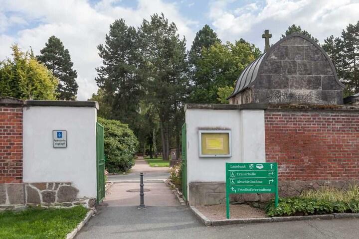 Der Eingang zum Zwickauer Friedhof.