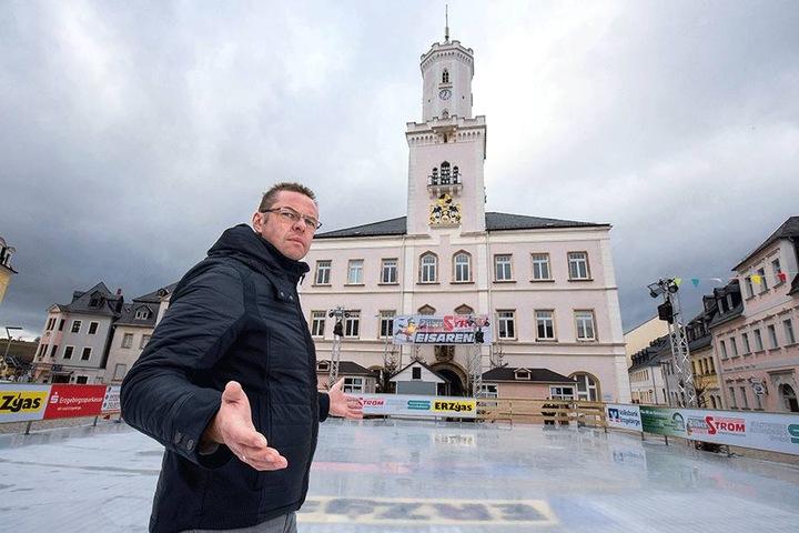 Im Januar gab es eine Böller-Attacke gegen die Schneeberger Eisbahn. Bürgermeister Ingo Seifert (48) war stinksauer.