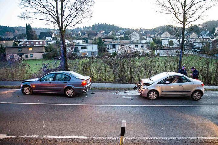 Der Mitsubishi fuhr auf den BMW auf und schob ihn auf ein drittes Auto.