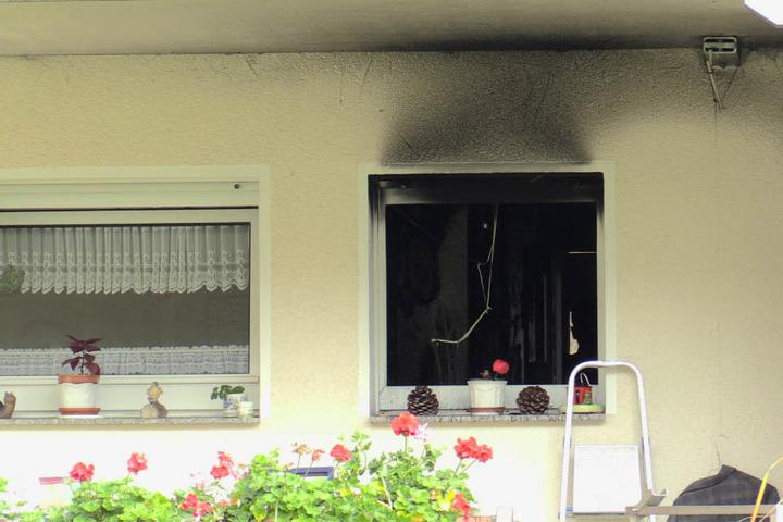 Noch ist nicht geklärt, warum das Feuer im Bad des Mehrfamilienhauses ausgebrochen ist.