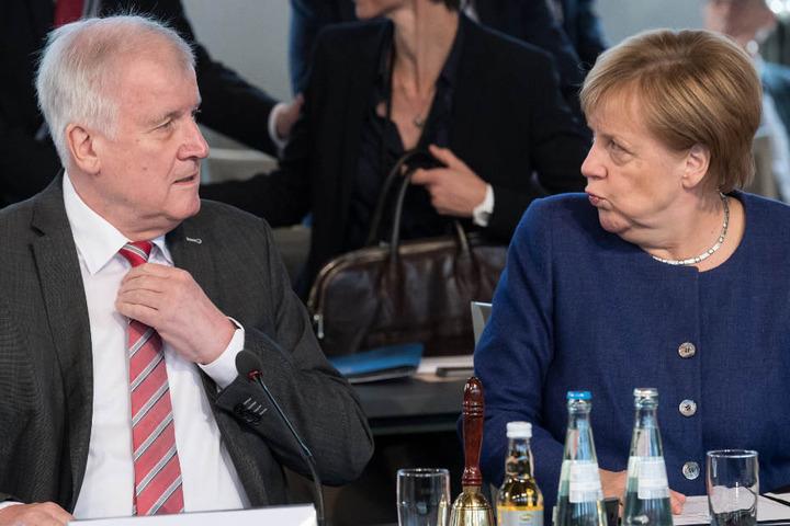 Horst Seehofer (l.) lieferte sich mit Bundeskanzlerin Angela Merkel (r.) heftige Auseinandersetzungen.