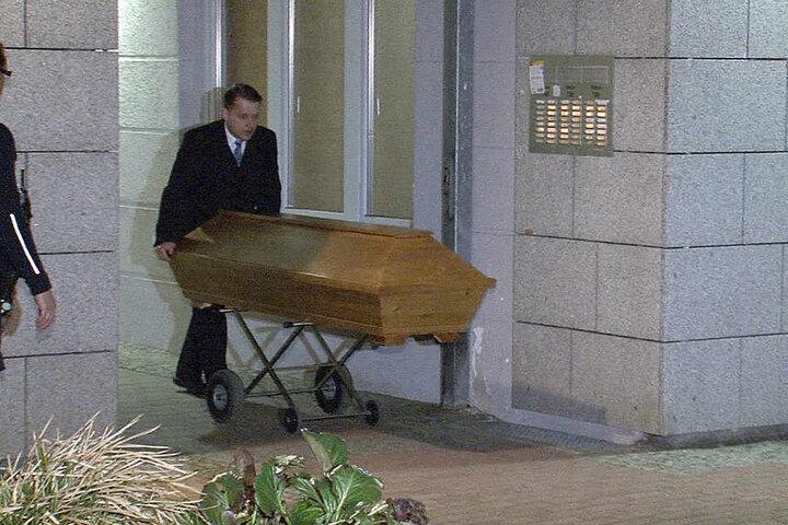 In der Nacht zum Samstag wurde die Leiche von Thu T. aus der Wohnung gebracht.