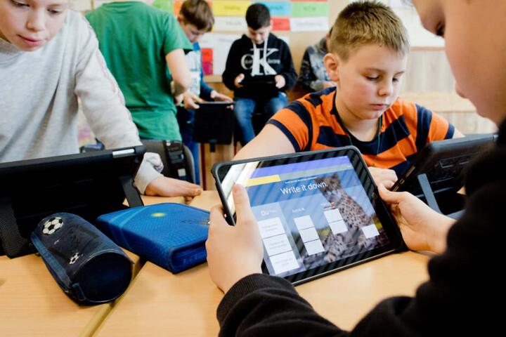 Schüler sollen künftig mit Notebooks in den Klassenräumen arbeiten können.