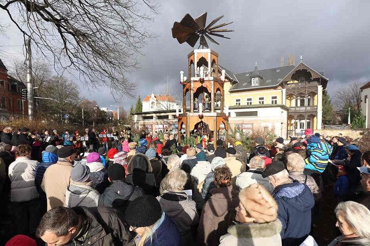 Am Sonntag wurde Dresdens kürzester Weihnachtsmarkt eröffnet.