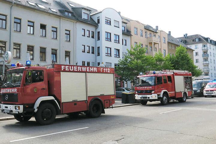 Die Feuerwehr rückte mit mehreren Einsatzfahrzeugen an, um den Brand zu löschen.