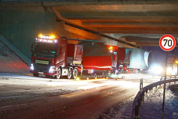 Auf der B180 an der Abfahrt Hohenstein-Ernstthal steckten zwei Schwerlasttransporter fest.