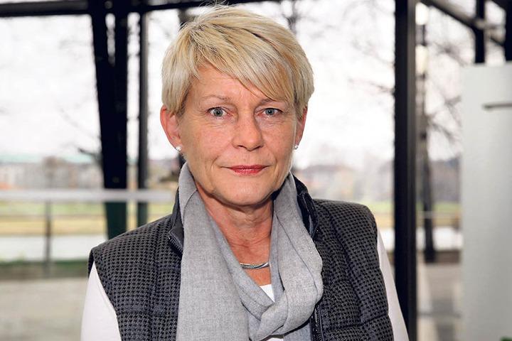 Grünen-Politikerin Petra Zais (60) kritisiert die Zustände an Sachsens  Schulen.