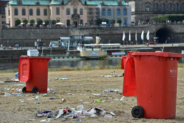 Auf den Elbwiesen rund um das Konzertgelände blieb danach aber leider jede Menge Müll zurück.