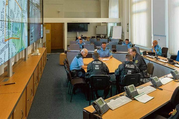 """Der """"Canaletto-Saal"""" im Polizeipräsidium an der Schießgasse. Hier laufen alle Fäden zusammen."""