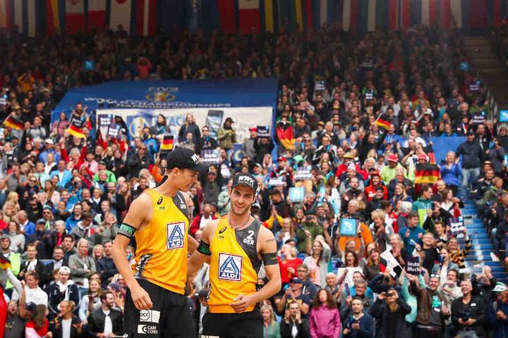 Die Fans stehen wie eine Wand hinter dem deutschen Duo.