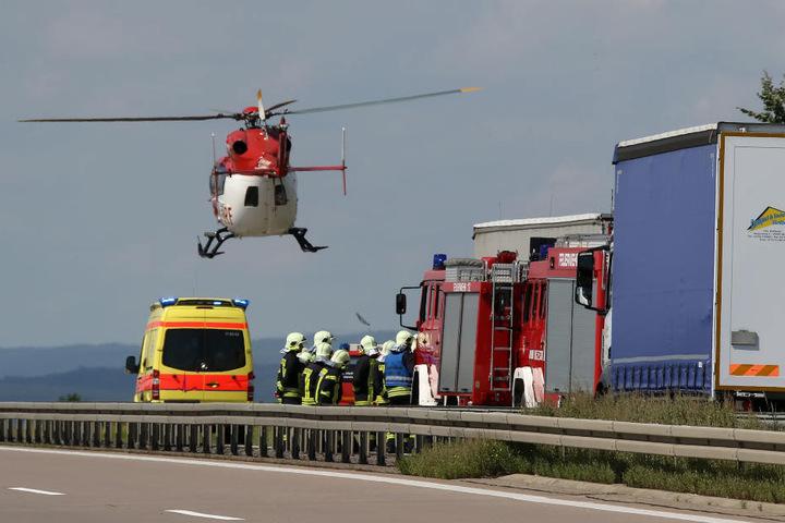 Auch ein Rettungshubschrauber war an der Unfallstelle auf der A38 im Einsatz