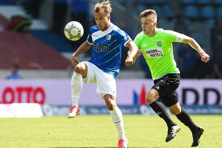 Tim Campulka (r.) im Mai 2018 im vorletzten Drittliga-Spiel gegen Magdeburgs Felix Lohkemper.