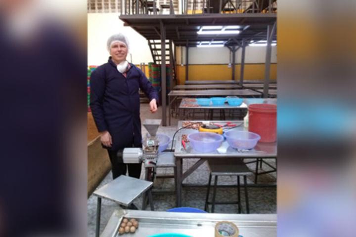 Matthias Kröger (51) auf seiner Forschungsreise in Kenia, hier an der Universität in Voi.