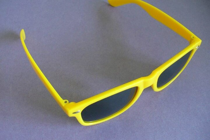 Die Sonnenbrillen sind einfach gebaut und bieten keinen Schutz.