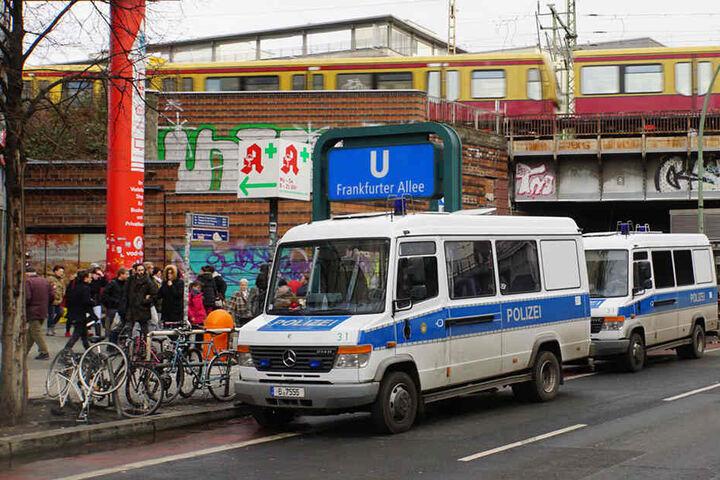 Im U-Bahnhof Frankfurter Alle kam es am Mittwochmittag zu einer Messerstecherei.