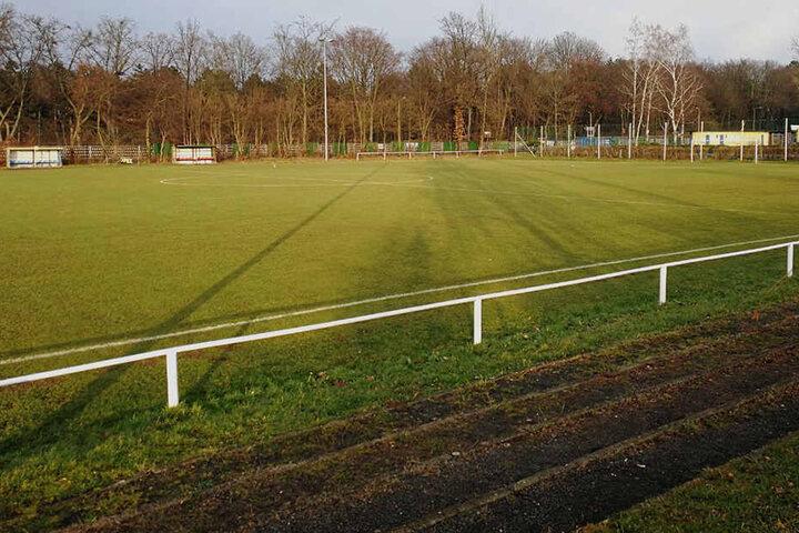 Der ehemalige Platz der U23. Für den neuen Kunstrasen muss die komplette Fläche tief ausgehoben werden.