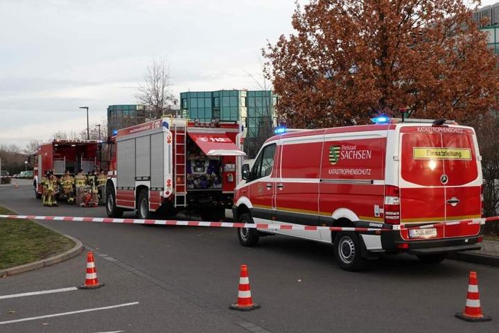 Zahlreiche Feuerwehren aus der Stadt und dem Landkreis Leipzig sind im Einsatz.