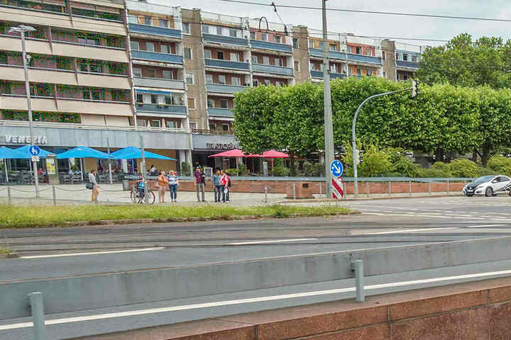 Auch am Neustädter Markt finden sich rund um den Goldenen Reiter noch wenige  unsanierte Plattenwohnungen.