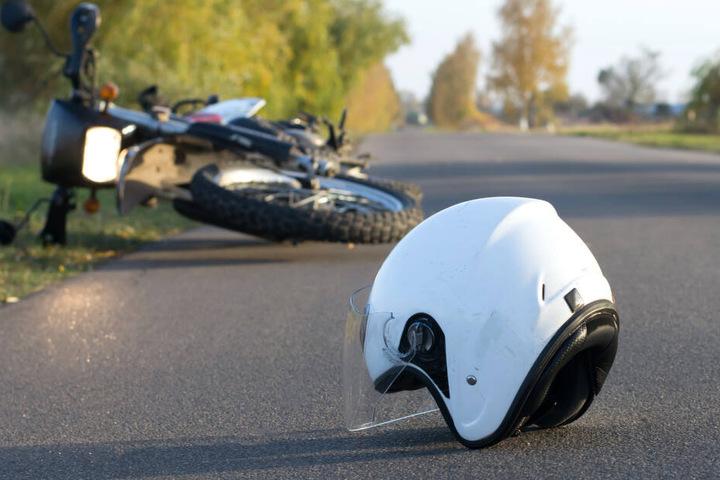 Der Biker erlag am Unfallort seinen schweren Verletzungen (Symbolbild).