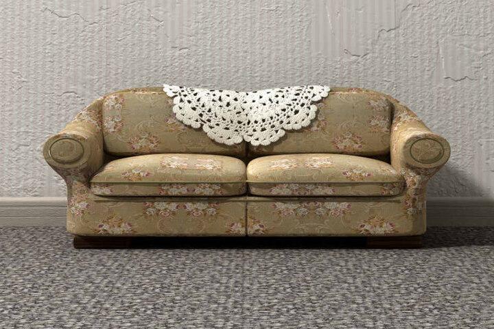 In einem ungemütlichen Sofa eines verstorbenen Mannes fanden sie das ungewöhnliche Füllungsmaterial. (Symbolbild)