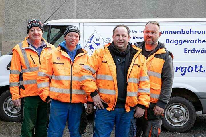 Verzichten für Elena auf einen Teil ihres Weihnachtsgeldes: Die Mitarbeiter der Brunnenbaufirma Wassergott aus Radeburg.