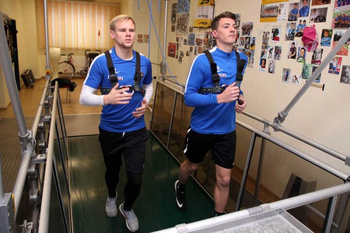 Laktattest bei den Veilchen: Auch Sören Bertram (l.) und Nicolai Rapp mussten aufs Laufband.