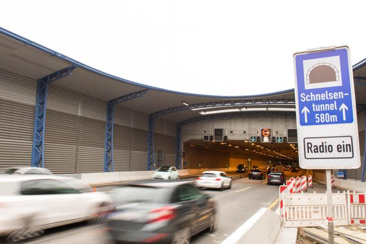 Die Autobahn 7 bei Schnelsen hat seit Kurzem einen Lärmschutzdeckel erhalten.