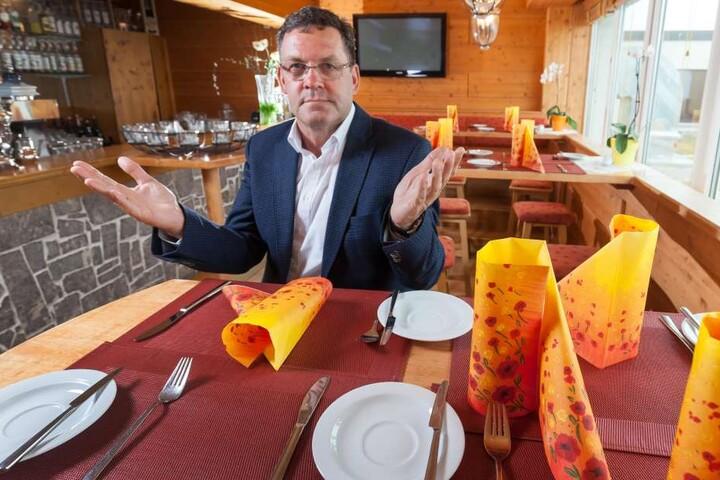 Jens Ellinger (58) führt das Elldus Resort in Oberwiesenthal. Als VIzepräsident des Branchenverbandes kennt er die Nöte der Gastronomen.