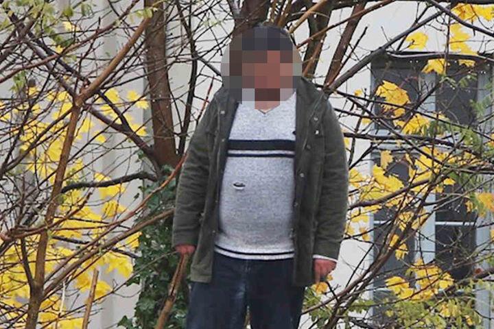 Der Mann stand auf eine Fahrradstand und drohte mit einem Messer und Benzin.
