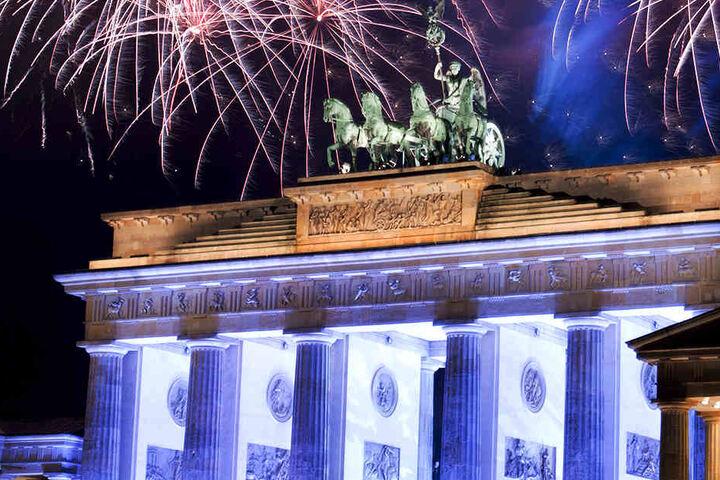 Tausende werden zum Brandenburger Tor strömen, um das atemberaubende Feuerwerk zu bestaunen.