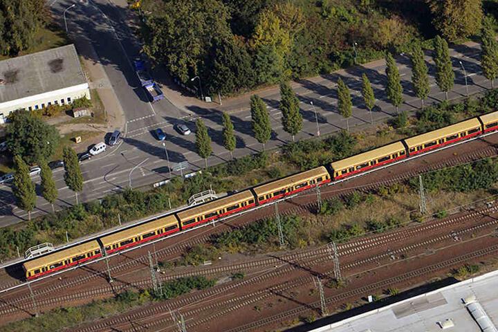 Durch den Bau der Berliner Mauer haben viele Berliner Vororte und weiter entfernte Städte ihren S-Bahn-Anschluss verloren. (Symbolbild)