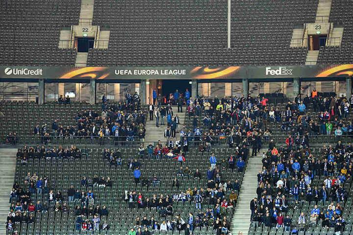 Fast gähnende Leere: Die Zuschauertribünen des Stadions kurz vor dem Anpfiff der Europa League-Partie gegen Athletic Bilbao.