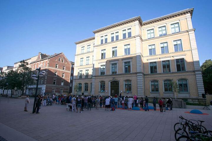 Schmuckkästchen: die Rosa-Luxemburg-Schule auf dem Brühl.