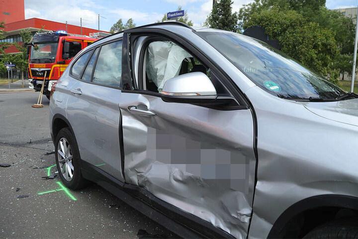Die Beifahrertür des BMW nahm beträchtlichen Schaden.